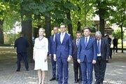 Premier RP wraz z delegacją pod Pomnikiem Ofiar Zbrodni Katyńskiej - Premier RP wraz z delegacją pod Pomnikiem Ofiar Zbrodni Katyńskiej